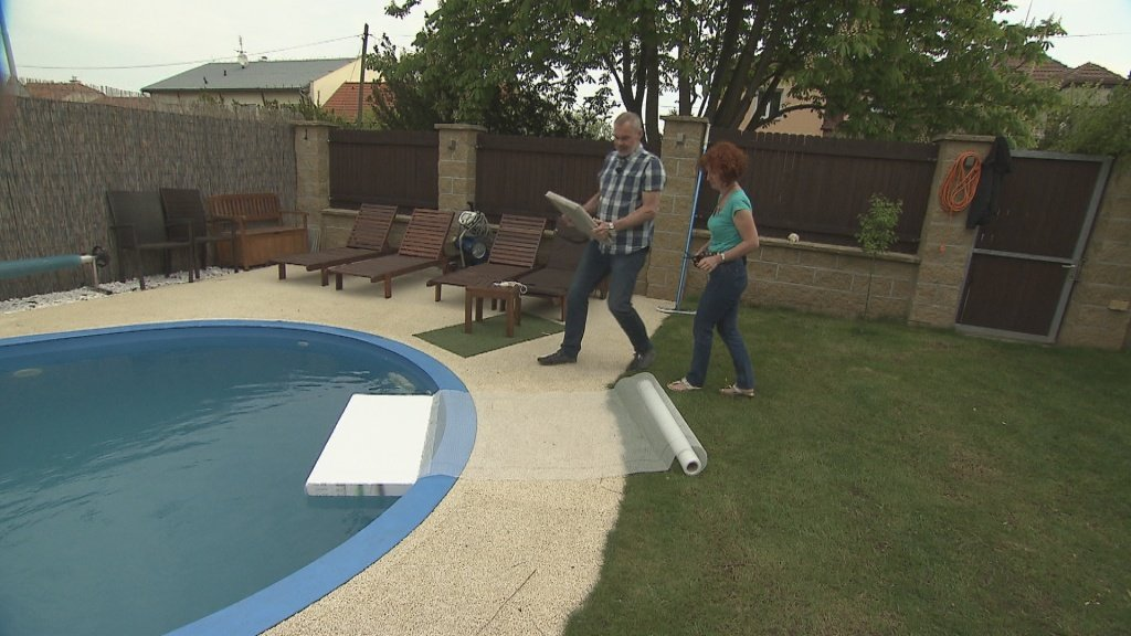 Nezabezpečené bazény jsou pastí pro kočky a další živočichy. Kočka 81e68fd8c4