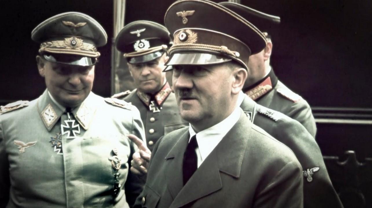 Adolf Hitler - Německý nacistický vůdce pod jehož vedením Německo zavraždilo v Evropě milióny lidí a vytvořilo koncentrační tábory kde tragicky zemřeli milióny židů